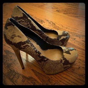 Pour la Victoire Snakeskin Tan Platform Heels New